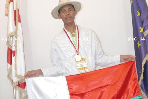 Miary Lalah Rakotoarison wins a gold medal in math project olympiads