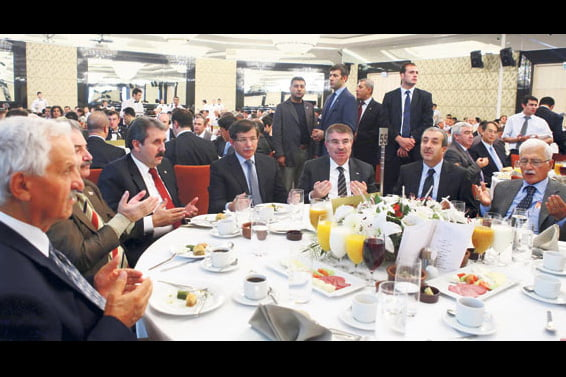 Many prominent figures came together around the same iftar (fast-breaking dinner) table on Thursday night in an event held by the Ankara branch of the Journalists and Writers Foundation (GYV).