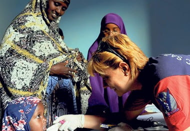 Turkish doctors volunteered their services in Somalia by offering free medical exams to locals.
