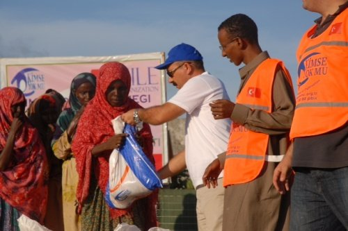 Kimse Yok Mu is distributing meat in packages in Somalia
