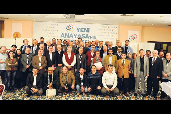 Intellectuals and legal experts discussed the constitutional drafting process during the 26th meeting of the Abant Platform. (Photo: Today's Zaman)
