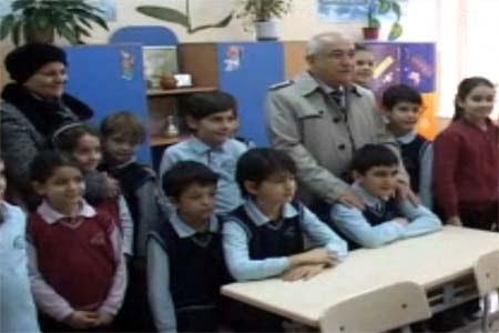 Parliament Speaker Cicek visits Turkish School in Kiev