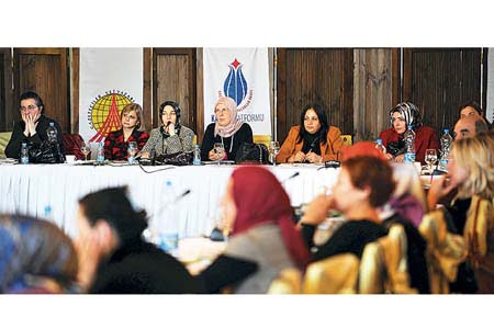 Journalists attended a major event the GYV held on the depiction of women in the Turkish media. (Photo: Today's Zaman)