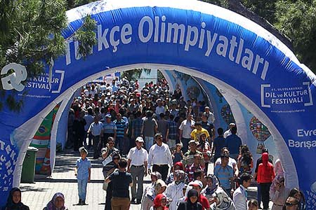 Nearly 3 million people attended the Cultural Festival held on May 24-26 in the Aegean city of İzmir. (Photo: Today's Zaman, Mehmet Yaman)