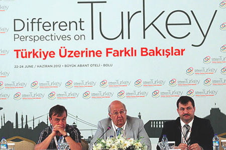 The 27th Abant Platform, titled 'Different Perspectives on Turkey,' kicked off on Friday with the attendance of local and foreign journalists. (Photo: Today's Zaman)