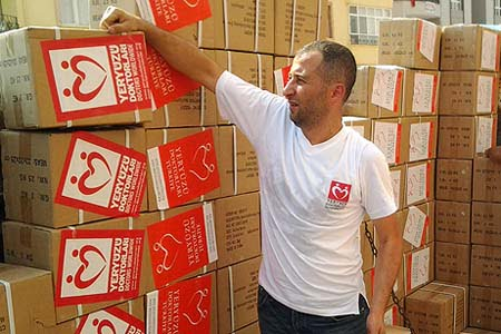 """The Turkish branch of UK charity Doctors Worldwide sent two truckloads of medicine and first aid materials as part of the """"Bread for Syria"""" campaign. (Photo: Cihan)"""