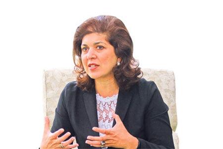 Farah Pandith receives dialogue award from Turkish NGO. (Photo: Today's Zaman)