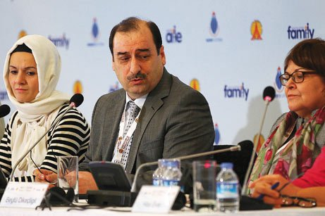 """Experts who attended an international conference titled """"Family and Community Violence"""" emphasized in a declaration that violence is a threat to the family, which is the most important institution in a society. (Photo: Today's Zaman)"""