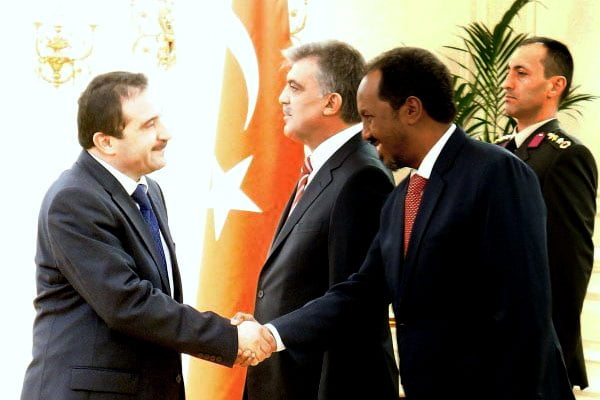Somali President Mr. Hassan Sheikh Mohamud shakes hand with Kimse Yok Mu president Mr. Unal Ozturk. Behind is Turkish President Mr. Abdullah Gul.