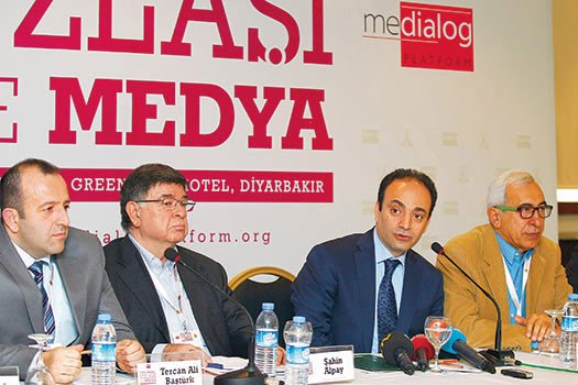 Writers and academics gathered in a Diyarbakır hotel on Saturday for a workhop to discuss media's role in social cohesion. (Photo: Zaman daily)