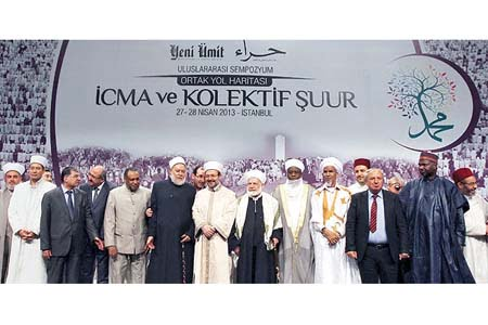 """Islamic scholars gathering for the """"Ijma as a Common Roadmap and Collective Awareness"""" symposium pose at the final day of the event. (Photo: Today's Zaman)"""