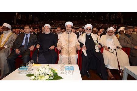 Head of Turkey's Religious Affairs Directorate Professor Mehmet Görmez (C) and Islamic scholars from around the world attend a symposium on ijma in İstanbul. (Photo: Cihan, Yunus Erdoğdu)