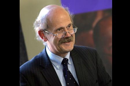 Dr. Simon Robinson