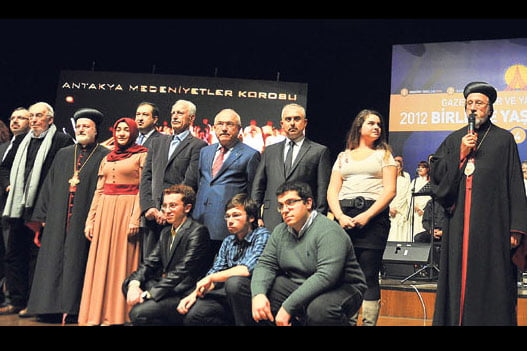 Joint project conducted by students from a Turkish high school and an Armenian high school received an award at a spectacular GYV award ceremony held in İstanbul last Sunday