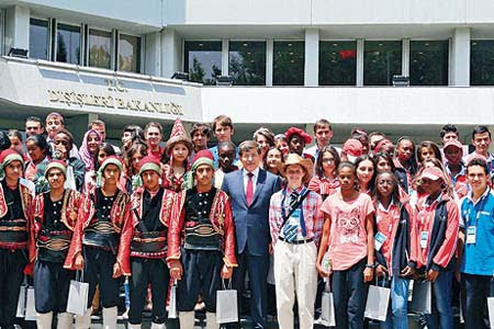 A group of children who participated in the 11th International Turkish Olympiad, a festival that celebrates the Turkish language, Turkish Foreign Minister Ahmet Davutoğlu (C). (Photo: Today's Zaman, Ali Ünal)