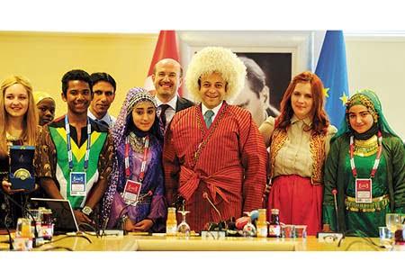 A group of students attending the 11th International Turkish Language Olympiad visited European Union Affairs Minister Egemen Bağış in Ankara on Tuesday. (Photo: Photo: Today's Zaman)