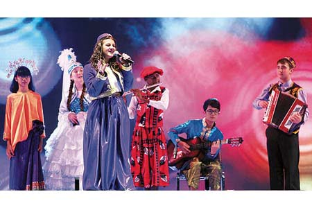 Students taking part in the 11th International Turkish Language Olympiad sing songs together at the event's opening ceremony in Ankara on Saturday night. (Photo: Today's Zaman)