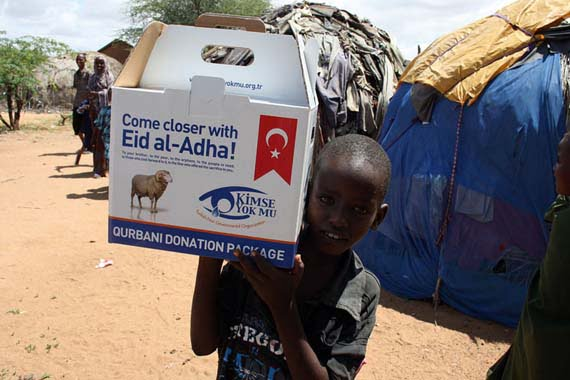 A child in Kenya carries a donation package distributed by the NGO Kimse Yok Mu?. [Kimse Yok Mu?]