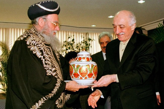 Chief Rabbi of Israel Eliyahu Bakshi Doron, left, gives a vase as gift to Islamic scholar and spiritual leader Fethullah Gulen, right, during his visit to Istanbul on Feb. 25, 1998. (AP Photo/Murad Sezer)