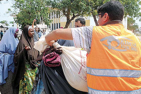 Kimse Yok Mu distributed 25-kilogram aid packages to a total of 1,650 Somali families in Mogadishu. (Photo: Cihan)
