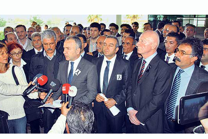 Owners of prep school talk to reporters after a meeting with Education Ministry officials. (Photo: Today's Zaman)