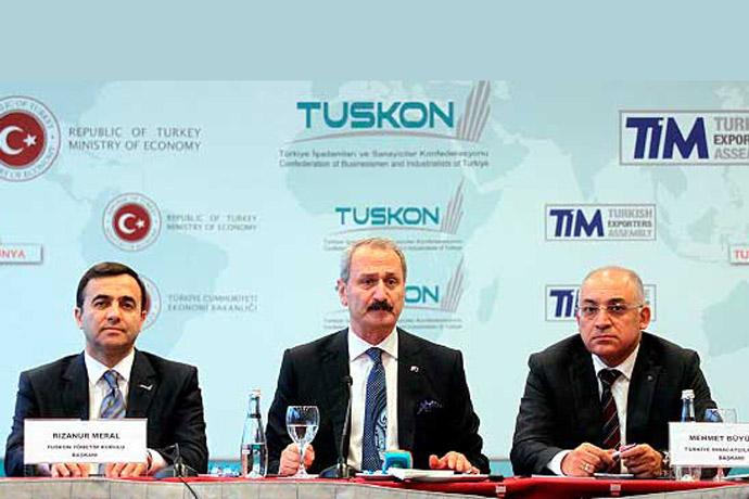 Çağlayan (C) is accompanied by TUSKON Chairman Meral (L) and TİM President Büyükekşi on Monday. (Photo: Today's Zaman)