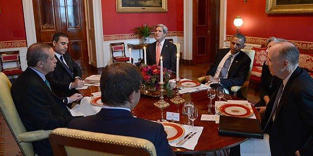 Prime Minister Recep Tayyip Erdoğan, Foreign Minister Ahmet Davutoğlu, Turkish Intelligence chief Hakan Fidan, US President Barack Obama and US Secretary of State John Kerry had dinner at the White House in Washington on Friday. (Photo: AA, Kayhan Özer)
