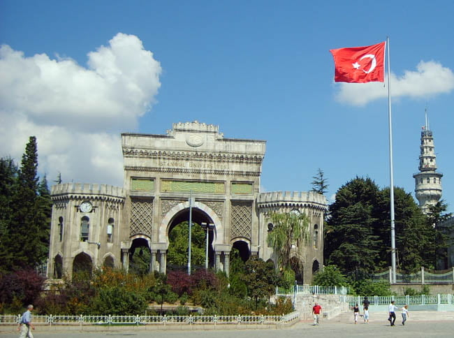 The main entrance to İstanbul University.