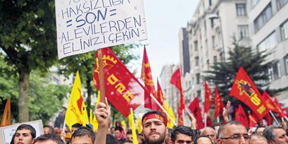 Alevi unions and associations protest discriminatory policies in İstanbul on May 25. (Photo: Today's Zaman, Kürşat Bayhan)