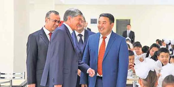 Rüstem Atayev, principal of the Togolok Moldo school, is seen here with Kyrgyz President Almazbek Atambayev after the inauguration ceremony.(Photo: Today's Zaman)