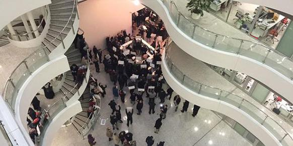 Protesters stage demonstration as police officials raid the building. (Photo: Today's Zaman)