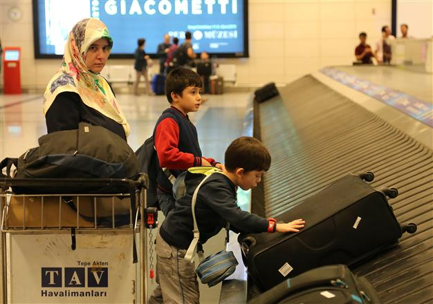 Turkey evacuated 55 Turks from Aden on April 3 after a delay due to the ongoing Saudi-led military operation in Yemen. AA Photo