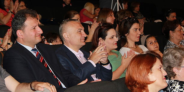Albanian Speaker of Parliament Ilir Meta (2nd L) watching a show performed by students of Turgut Özal College in Tiran with the show's director, Hüseyin Yavuz (L), on Friday. (Photo: Cihan)