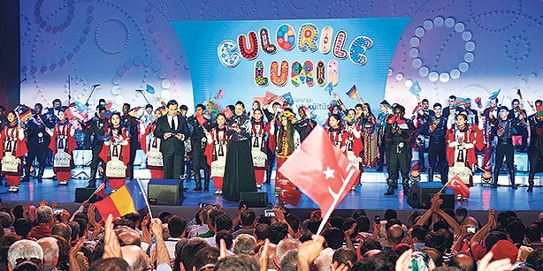 The 13th International Festival of Language and Culture took place on Sunday night in front of a large audience in the city of Bucharest. (Photo: Osman Yılmaz)TĞR