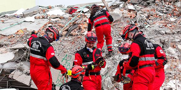 Kimse Yok Mu teams join search and rescue operations in Nepal after a magnitude 7.9 earthquake struck the country and caused the deaths of thousands of people. (Photo: Cihan)