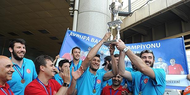 Fatih University, which represented Turkey, won its semi-final game against Slovenia's University of Primorska 74-68. (Photo: Today's Zaman, Akif Talha Serttürk)