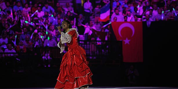 Hundreds of children from a variety of countries across the world performed a spectacular show in Brussels on Saturday night. (Photo: Today's Zaman)