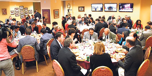 Politicians, intellectuals, businessmen and deputies attended an iftar held by the Turkic American Alliance. (Photo: Cihan)