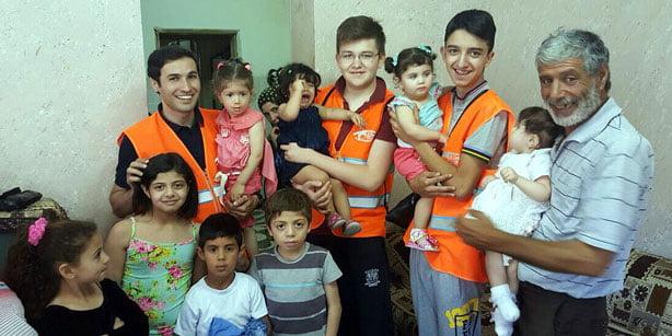 Kimse Yok Mu aiding orphans in Palestine.(Photo:Cihan)