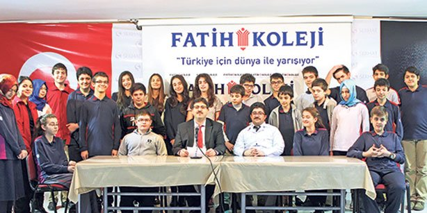 Students from Edirne Fatih Serhat High School who received high scores on the TEOG exam held in November pose together in this photo.(Photo: Cihan)