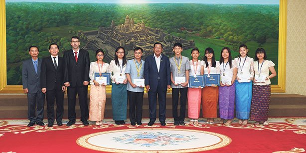 The Cambodian prime minister hosts Turkish high school students in his office.