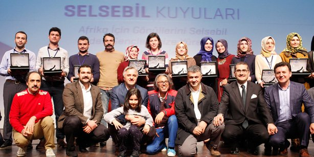 A closing ceremony for the Selsebil project was held at the Fırat Cultural Center in İstanbul's historic Çemberlitaş quarter on Dec. 13, where Turkish volunteers received plaquets. (Photo: Cihan)