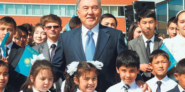Kazakh President Nazarbayev visits a Kazakh-Turkish High School