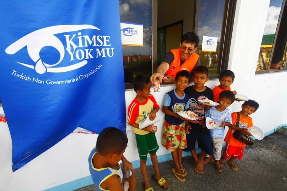 A picture from ICAD Foundation's aid organization in partnership with Kimse Yok Mu Foundation in the aftermath of the Yolanda Typhoon in 2013