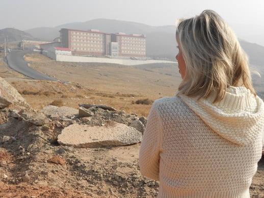 Norine Brunson overlooking Izmir's Harmandanli Detention Centre, where her husband is detained. Photo: World Watch Monitor
