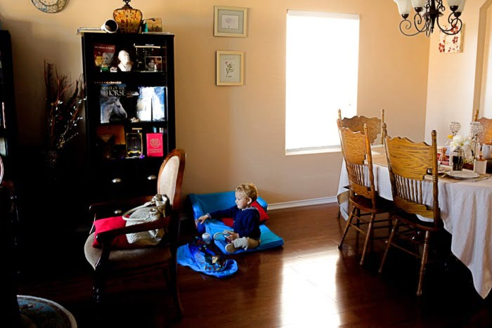 Beytullah and Gabriella Colak's son Banjamin Ammar, age 2, plays in the living room. He may be trilingual as his parents speak Turkish, Spanish and English. Photo: Kathryn Boyd-Batstone / Rivard Report