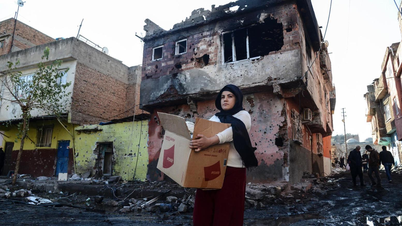 A woman carries her belongings in Diyarbakir's Sur disrict.