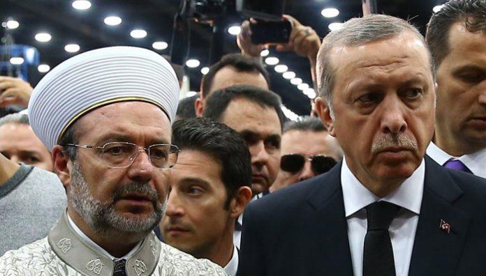 Turkish President Recep Tayyip Erdoğan (R) and Mehmet Görmez, the head of Turkey's Religious Affairs Directorate