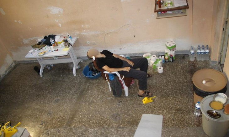 Pictures from Mustafa Kabakçıoğlu's prison cell in the northern province of Gümüşhane showed his dead body on a plastic chair in filthy surroundings, prompting deputies to question prison conditions.